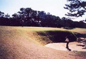 古賀ゴルフ・クラブ 16番パー4 ヘルバンカー