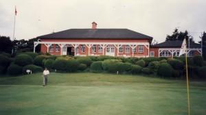 神戸ゴルフ倶楽部 18番グリーンからクラブハウス