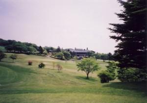 那須ゴルフ倶楽部 ハウスまわりの1、9番は全くの平坦。夏には子どもの運動会をやった。