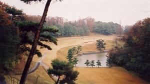 奈良国際ゴルフ倶楽部 17番ホール「大仏の足跡」二つのバンカー