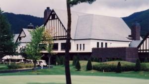 軽井沢高原ゴルフ倶楽部 10番フェアウェイから見たクラブハウス