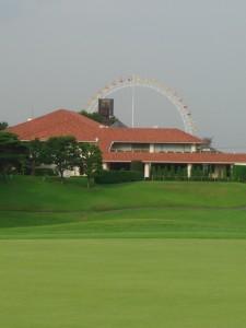 よみうりゴルフ倶楽部 10番ホールからクラブハウス